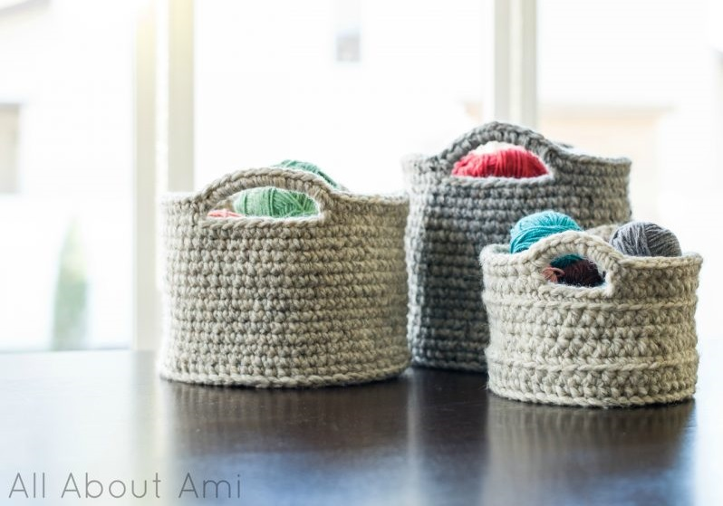 Crochet baskets of varying sizes (Free pattern)